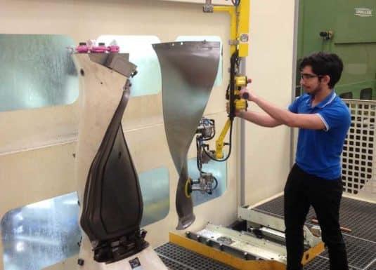 Manipuladores INDEVA para el manejo de palas en la industria aeroespacial