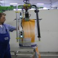 Ergonomic, safe, fast handling of bags