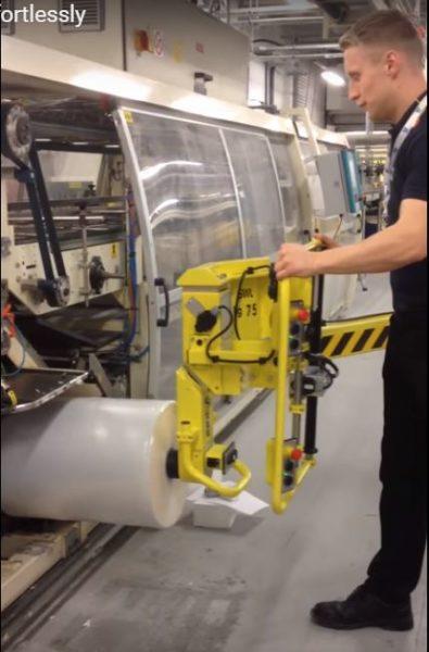 Scaglia Indeva ha sido contactada por Unilever para resolver un problema de seguridad al cargar bobinas en una enfardadora.
