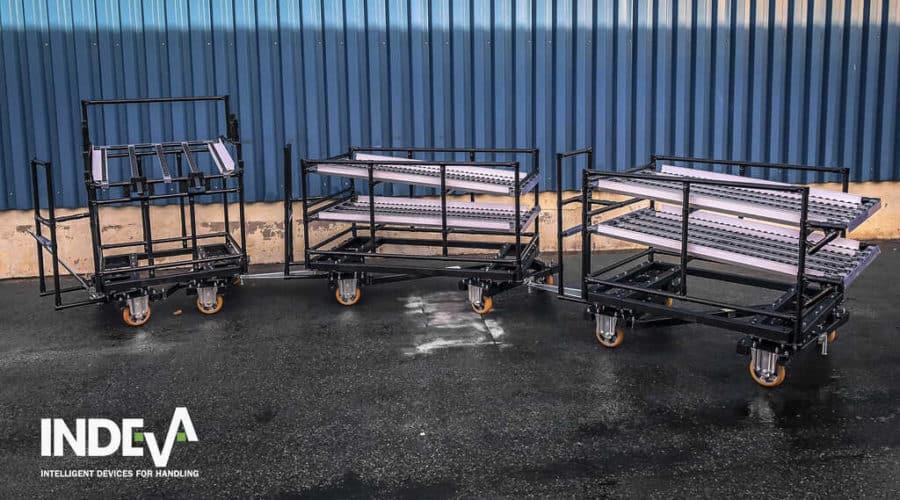 Los carros modulares INDEVA® se pueden conectar fácilmente a vehículos guiados automáticamente (AGV) que, sin necesidad de un conductor, transportan automáticamente los componentes y/o los productos dentro de las unidades de producción.