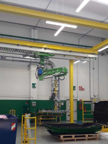 Industrial manipulator with vacuum gripping system for handling large tractor sides