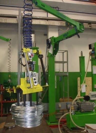 La manipulación de los carretes de metal ya no será un problema. Los manipuladores industriales de INDEVA permiten al operador posicionar la carga con precisión, manteniendo la seguridad y ergonomía de la caja.